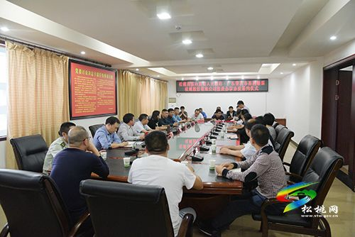 松桃人民政府与肇庆市易利服装机械有限公司签订投资办学协议